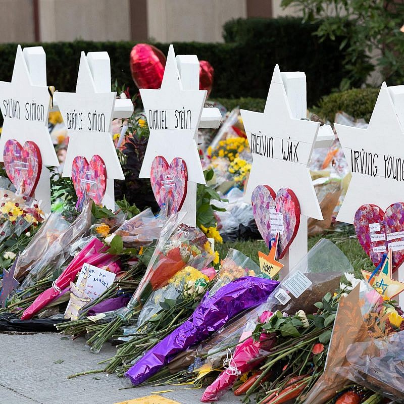 A memorial outside of the Tree of Life*Or L'Simcha Synagogue in Pittsburgh following the mass shooting on Oct. 27, 2019 that left 11 Jewish worshippers dead. Credit: Wikimedia Commons.