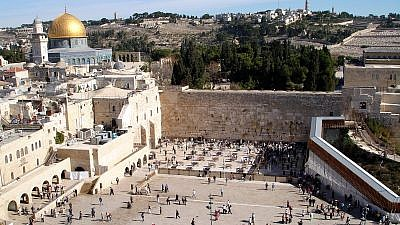 A view of the Western Wall in Old City Jerusalem. Credit: Golasso/Wikimedia Commons.