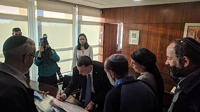 Speaker of the Knesset Yuli Edelstein signs a declaration of commitment to strengthening and supporting the Jewish identity of the city of Hebron, Dec. 24, 2018. Source: Hebron spokesman Yishai Fleisher.