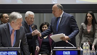 Palestinian leader Mahmoud Abbas (center- left), receives the gavel from Sameh Shoukry, Minister for Foreign Affairs of the Arab Republic of Egypt, at the handover ceremony of the Chairmanship of the Group of 77 from the Arab Republic of Egypt to the Palestinians. Credit: UN Photo/Manuel Elias.