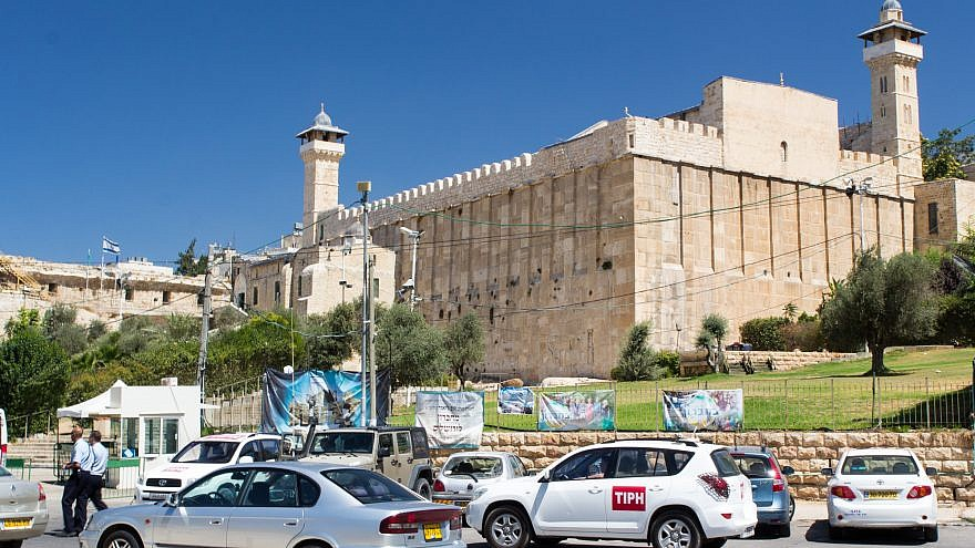 Breaking the Silence tour of Hebron on Aug. 28, 2015. Cave of the Patriarchs with vehicles of the Temporary International Presence in Hebron. Credit: Oren Rozen/Wikimedia Commons.