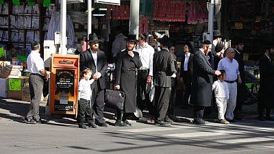 Rabbi Akiva Street in the Israeli city of Bnei Brak on Dec. 3, 2010. Credit: Yiftah/Wikimedia Commons.