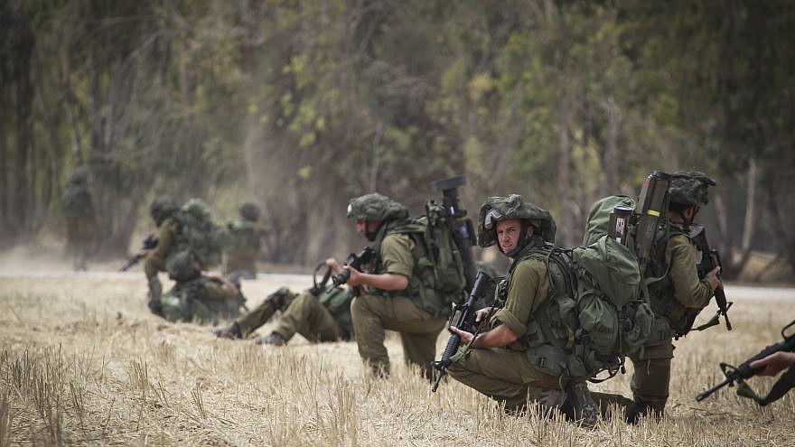 Israel Defense Forces' soldiers conduct training in a field near the border with Gaza in southern Israel on July 22, 2014. Credit: Hadas Parush/Flash90.