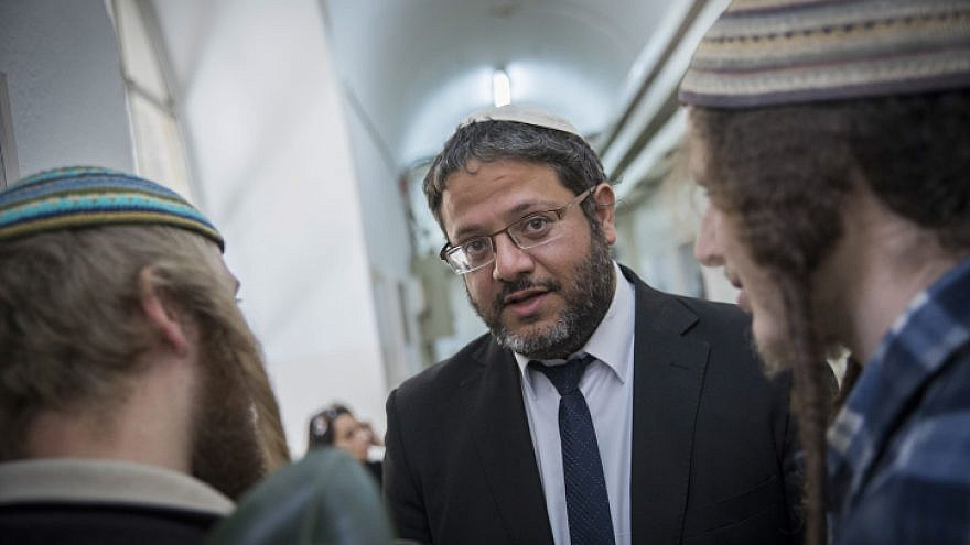 Otzma Yehudit leader attorney Itamar Ben-Gvir speaks with clients at the Jerusalem Magistrate's Court for a hearing, Feb. 27, 2016. Photo by Yonatan Sindel/Flash90.