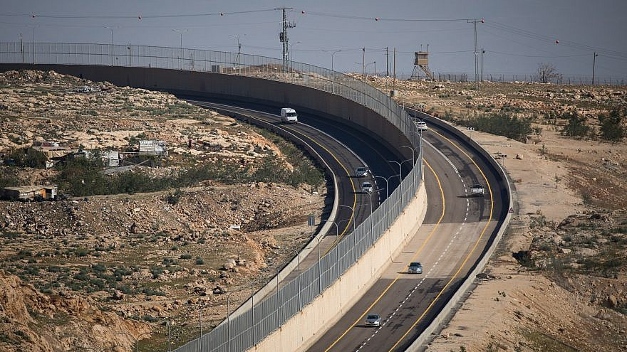 View of Route 4370, northeast of Jerusalem,  which connects the Geva Binyamin area to Route 1, and separates vehicles of Israeli citizens and non-citizens, Jan. 10, 2019. Photo by Yonatan Sindel/Flash90.