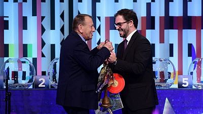 Lisbon Deputy Mayor Duarte Cordeiro hands Tel Aviv Mayor Ron Huldai (left) the official Eurovision key chain at the City Exchange Ceremony for the upcoming Eurovision Song Contest, to be held in Tel Aviv in mid-May, Jan. 28, 2019. Photo by Tomer Neuberg/Flash90.