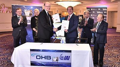 Opher Doron (right), general manager of IAI's Space Division, shakes hands with Marcho Fuchs, CEO of OHB Systems AG, at the David Intercontinental hotel in Tel Aviv, on Jan. 29. In the background are Johann-Dietrich Wörner, director general of European Space Agency (left); Professor Pascale Ehrenfreund, chair of the executive board of the German Space Agency (DLR); Avi Blasberger, director general of Israel Space Agency; and SpaceIL's Morris Kahn. Credit: Courtesy.