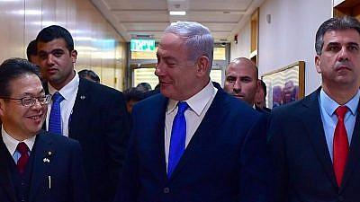 Israeli Prime Minister Benjamin Netanyahu with Japanese Economy, Trade and Industry Minister Hiroshige Seko (left) and Israeli Economy and Industry Minister Eli Cohen. Credit: Kobi Gideon/GPO.