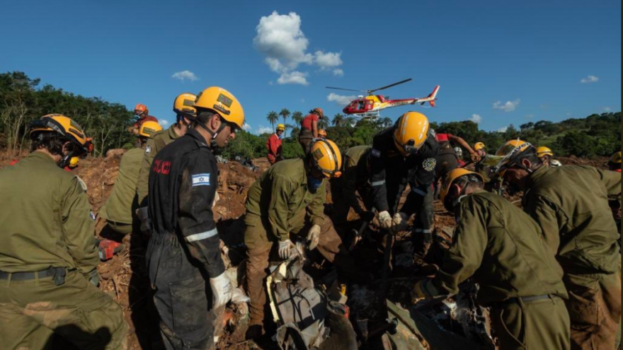 An Israel Defense Forces' search-and-rescue team in Brazil assists in locating victims of the Brumadinho dam collapse. Source: IDF Twitter.