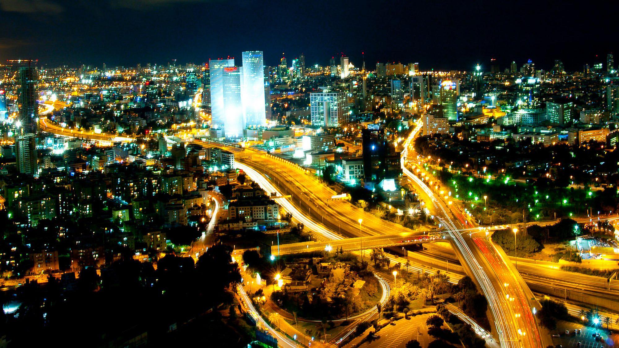 The skyline of Tel Aviv, home to many Israeli startup companies. Credit: Gilad Avidan/Wikimedia Commons.