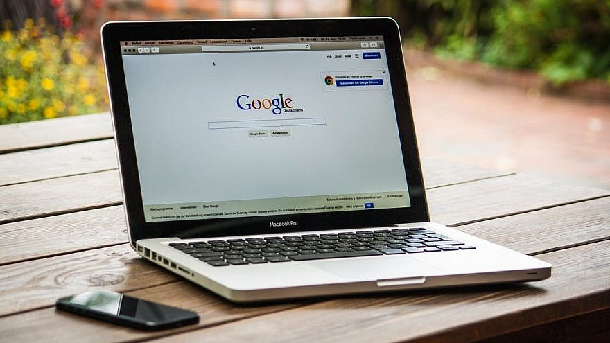 Google search engine on MacBook Pro. Credit: Pixabay.