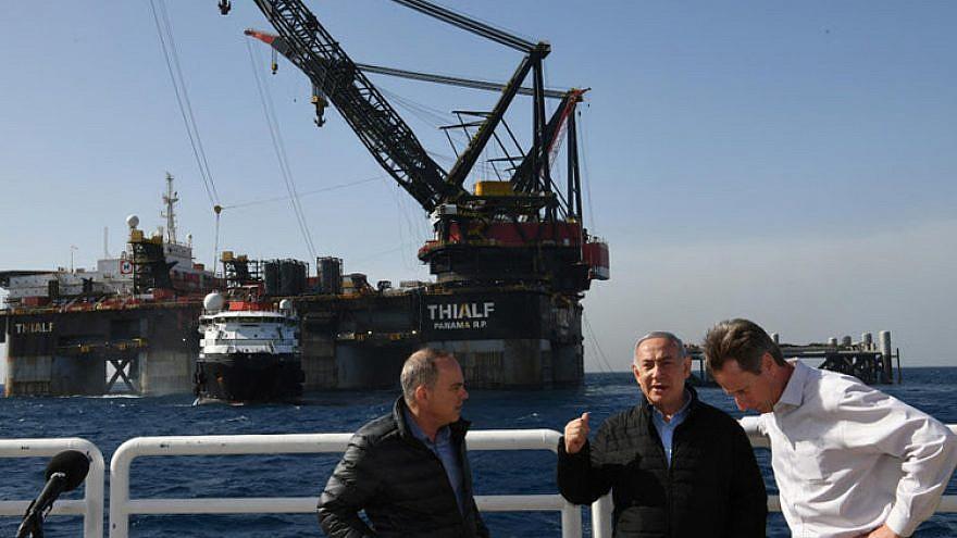 Israeli Prime Minister Benjamin Netanyahu and Energy Minister Steinitz at the Leviathan gas platform. Credit: Amos Ben-Gershom/GPO.