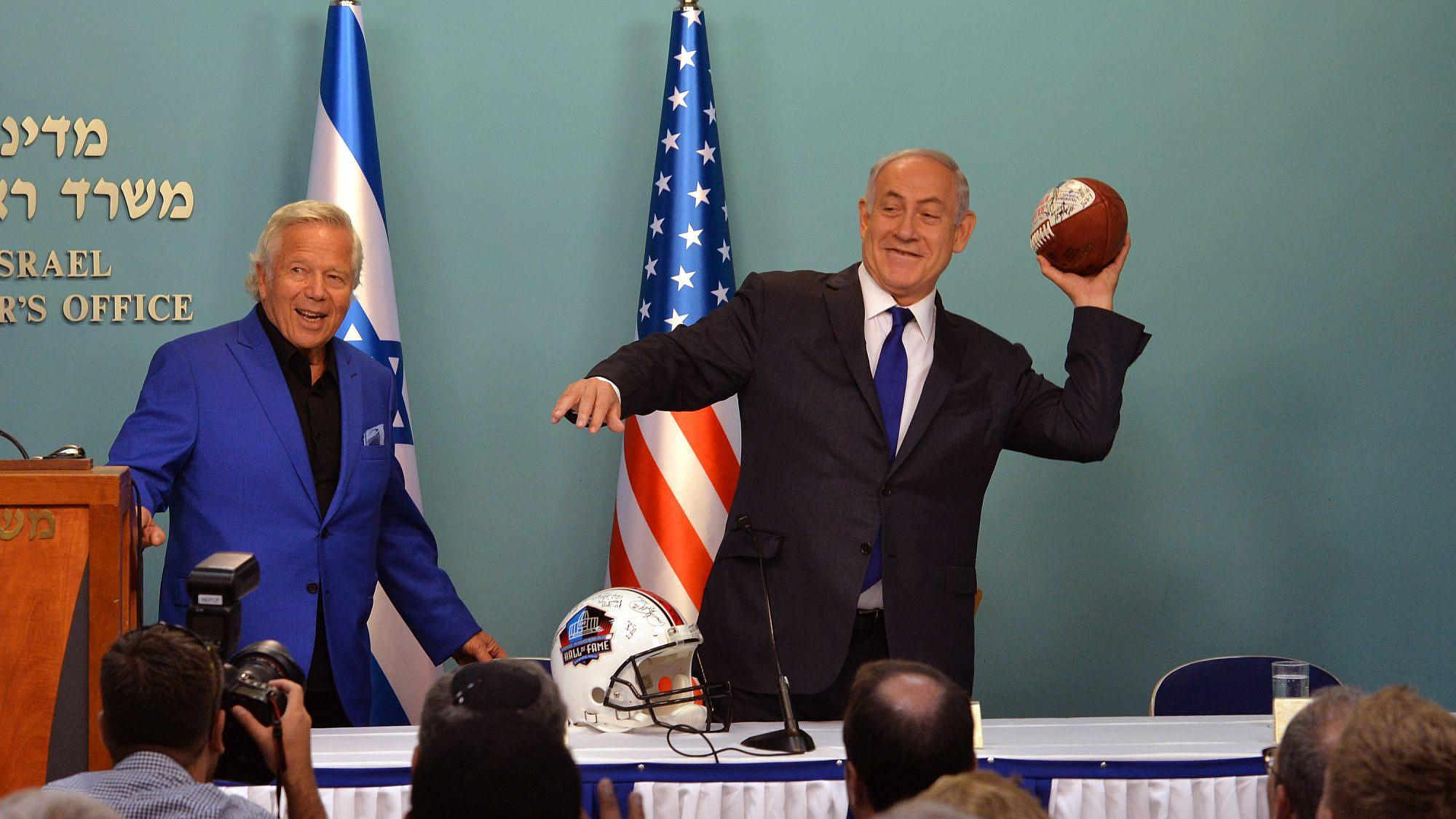 Israeli Prime Minister Benjamin Netanyahu meets with a delegation of NFL players lead by New England Patriots owner Robert Kraft, at Netanyahu's office in Jerusalem. June 20, 2017. Credit: Kobi Gideon / GPO