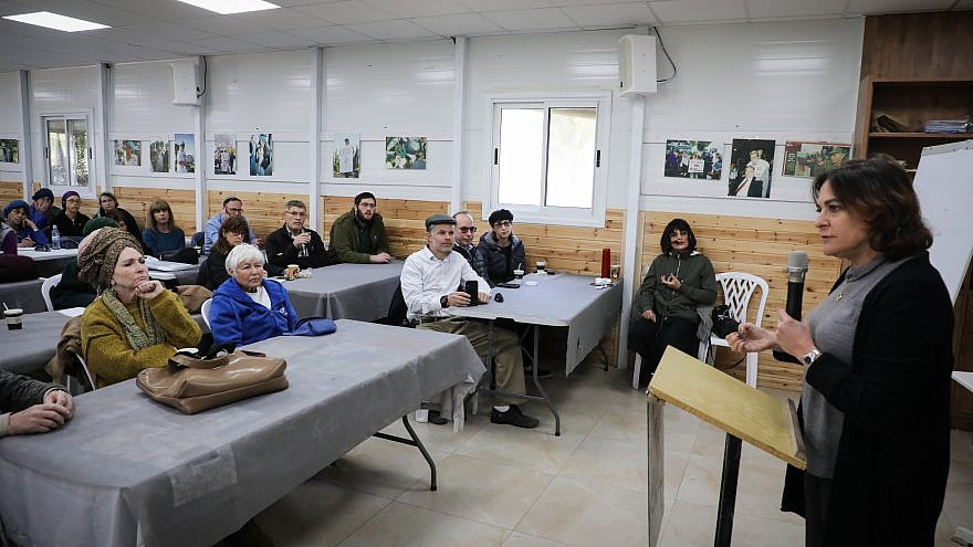 Journalist and New Right party candidate Caroline Glick, speaks at the Oz VeGaon reserve in Gush Etzion, on February 8, 2019. Credit: Gershon Elinson/Flash90