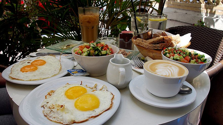 Israeli breakfast at a cafe in Tel Aviv, May 30, 2008. Photo by Or Hiltch/Flickr.