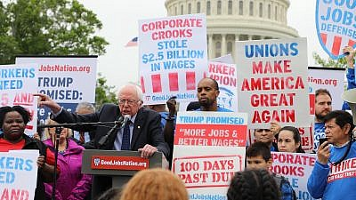 Days after U.S. President Donald Trump released a budget that would slash support for working families, Sens. Bernie Sanders (I-Vt.), Patty Murray (D-Wash.) and Chuck Schumer (D-N.Y.), joined by 28 of their colleagues in the Senate, introduced legislation to raise the federal minimum wage to $15 an hour, April 26, 2017.Credit: Office of Sen. Bernie Sanders.