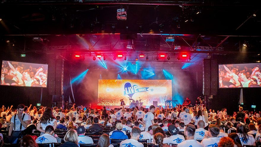 More than 800 Russian-speaking Taglit-Birthright Israel participants celebrated at a festive mega-event on Jan. 5, 2019. Photo by Jane Peimer.
