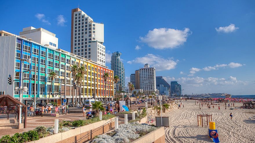 The Tel Aviv beach and promenade, July 30, 2012. Credit: Israel Tourism Bureau via Wikimedia Commons.