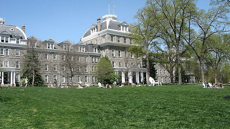 Parrish Hall at the center of the Swarthmore College campus. Credit: Ugen64 via Wikimedia Commons.