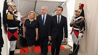 Israeli Prime Minister Benjamin Netanyah and his wife, Sara, with French President Emmanuel Macron at the ceremony marking the National Day in Remembrance of victims of racism and anti-Semitic crimes, and in tribute to Righteous Among the Nations, in Paris on July 16, 2017. Credit: Haim Zach/GPO.