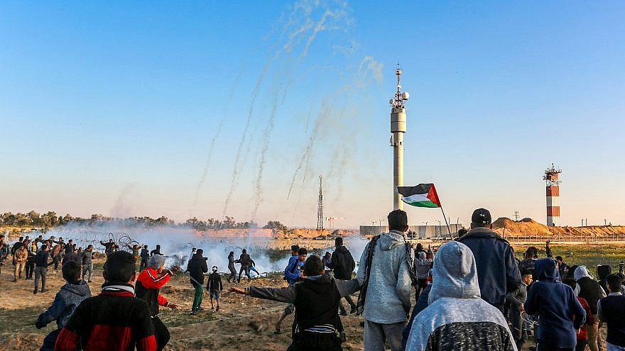 Palestinian protesters during clashes with Israeli forces along the border with Israel, east of Rafah in the southern Gaza Strip, on March 8, 2019. Credit: Abed Rahim Khatib/ Flash90