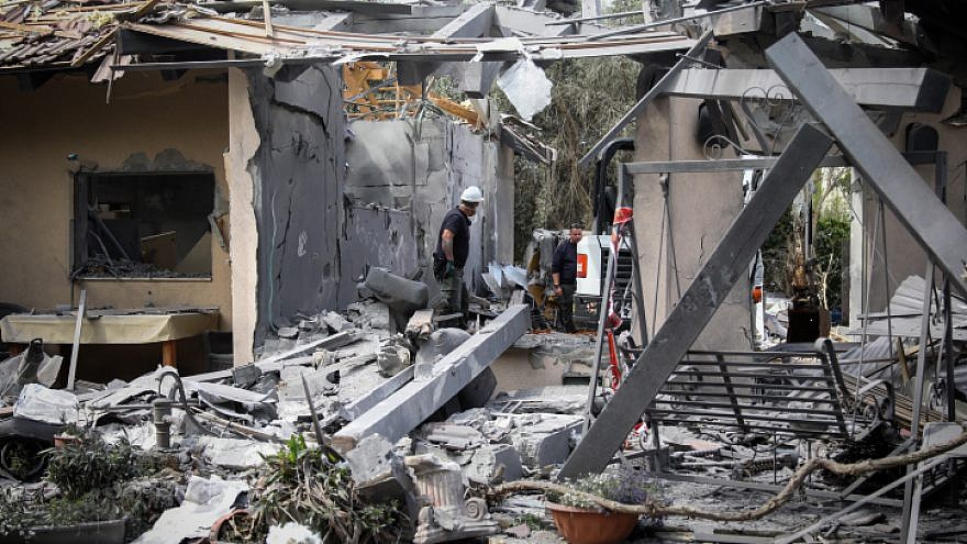 Israeli security forces inspect a house in Moshav Mishmeret, in central Israel, hit by a rocket fired from the Gaza Strip on March 25, 2019. Photo by Noam Revkin Fenton/Flash90.