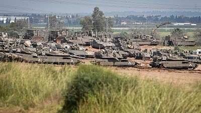 Israeli tanks stationed near the Israeli-Gaza border on March 27, 2019. Photo by Dudi Modan/Flash90.