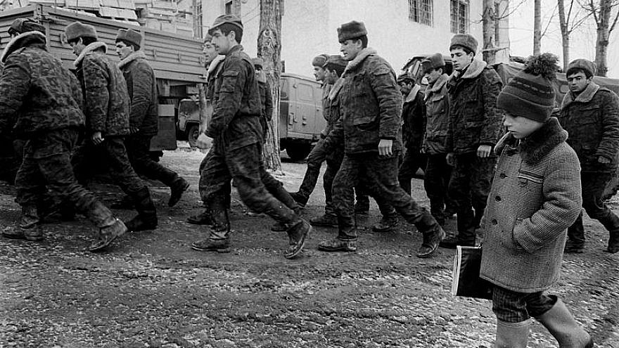 Soldiers of the army of Azerbaijan during the Nagorno-Karabakh War, circa 1992/1993. Credit: Ilgar Jafarov via Wikimedia Commons.