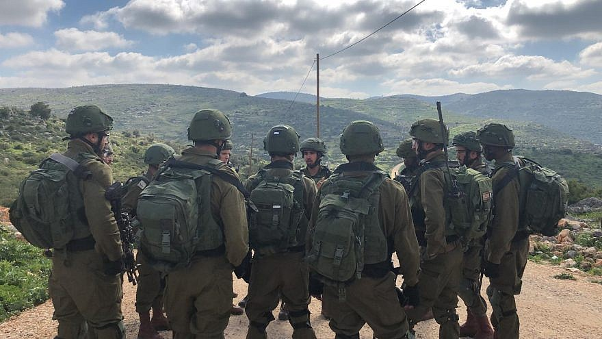 Israel Defense Forces soldiers on the hunt for the suspected terrorist behind the March 17, 2019 terrorist attack outside of Ariel that led to the deaths of an IDF soldier and an a rabbi and father of 12. Credit: IDF Spokesperson Unit.