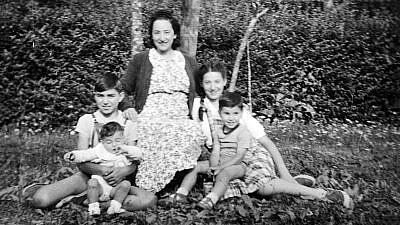 A photograph of Anna Ventura with her four children that she sent to her husband, Luigi, when he was in Paris in 1940. Credit: Yad Vashem.