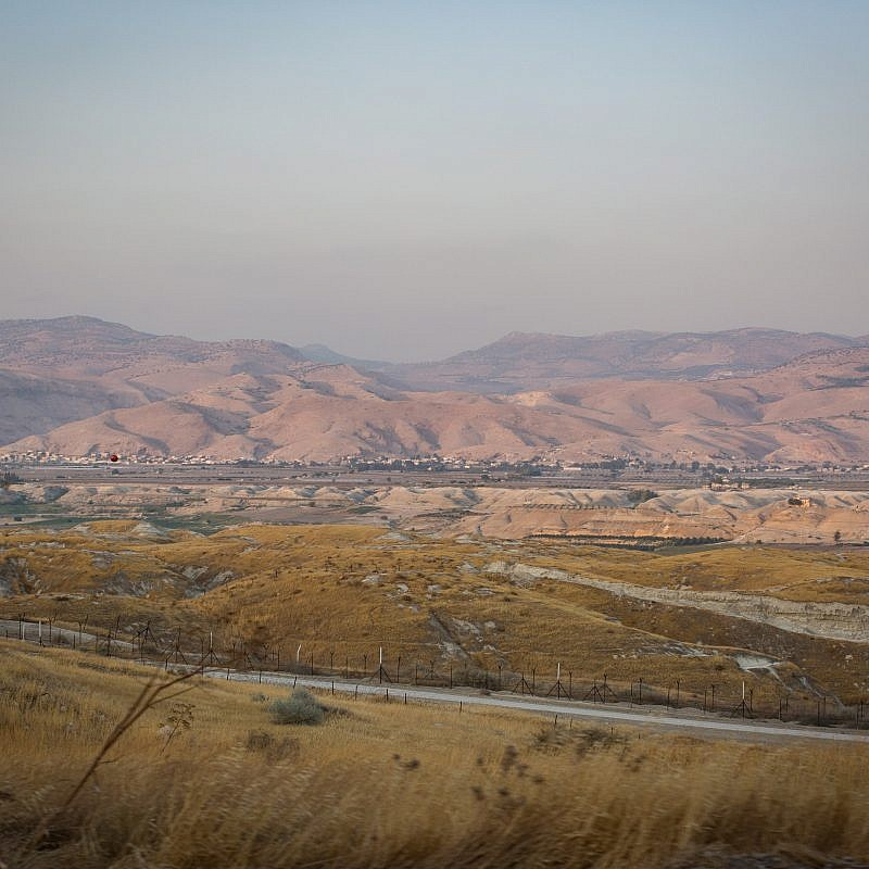 A view of the border between Israel and Jordan on Highway 90 in the Jordan Valley, on July 6, 2017. Credit: Hadas Parush/Flash90.