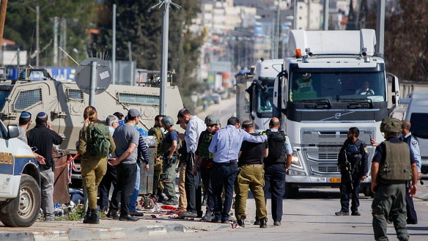 Israeli security forces secure the scene after a Palestinian assailant attempted to stab Israelis near the Hawara checkpoint, south of Nablus, on April 3, 2019. Photo by Nasser Ishtayeh/Flash90.