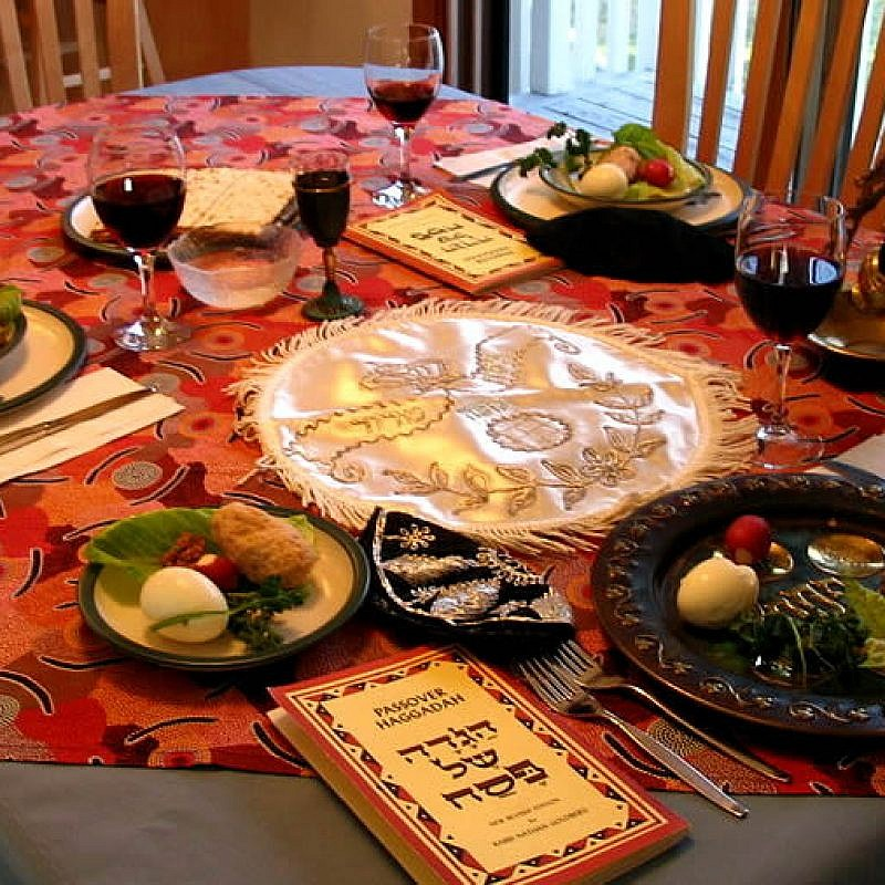 Passover table setting. Credit: Wikimedia Commons.