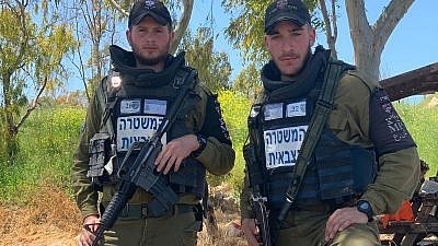 Sgt. Micharl Sivan (left) and Sgt. Roman Ambar, who discovered the weapons' vehicle that was trying to cross into Israel on April 9, 2019. Credit: IDF.