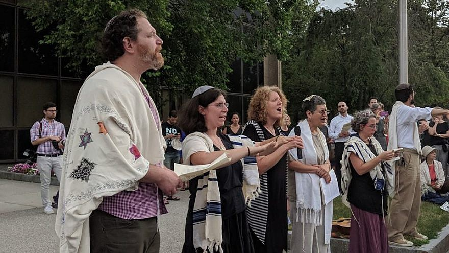 Jewish demonstrators outside the ICE offices in Burlington, Mass., protest against the Trump administration's immigration policies. Credit: Bend the Arc via Facebook.