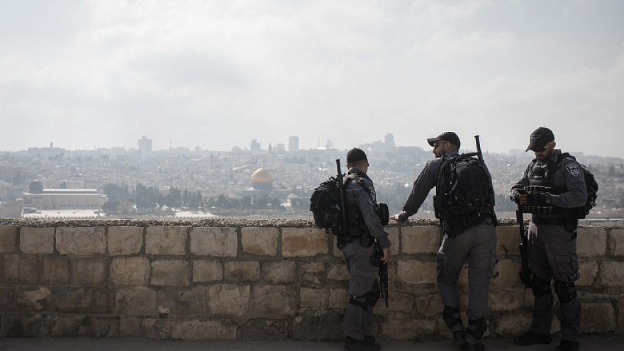 Israeli Border Police overlook the Temple Mount in Jerusalem's Old City from the Mount of Olives, April 14, 2019. Photo by Hadas Parush/Flash90.