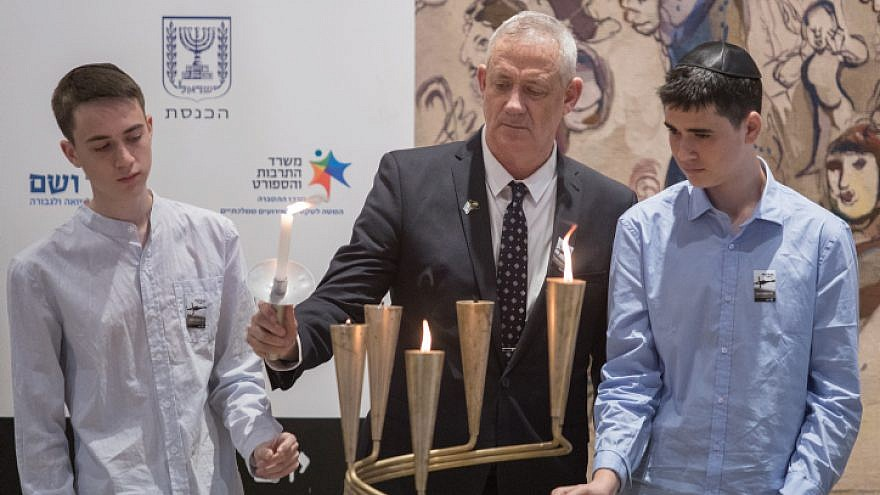 Blue and White Party chairman and Knesset member Benny Gantz lights a memorial candle with his sons during a Holocaust Remembrance Day ceremony at the Knesset in Jerusalem, May 2, 2019. Photo by Hadas Parush/Flash90.