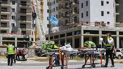 The scene where a crane collapsed at a construction site in Yavne, killing four people and injuring one more, on May 19, 2019. Photo by Flash90.