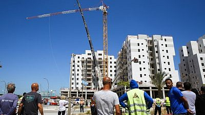 The scene where a crane collapsed at a construction site in Yavne, killing four people and injuring two others on May 19, 2019. Photo by Flash90.