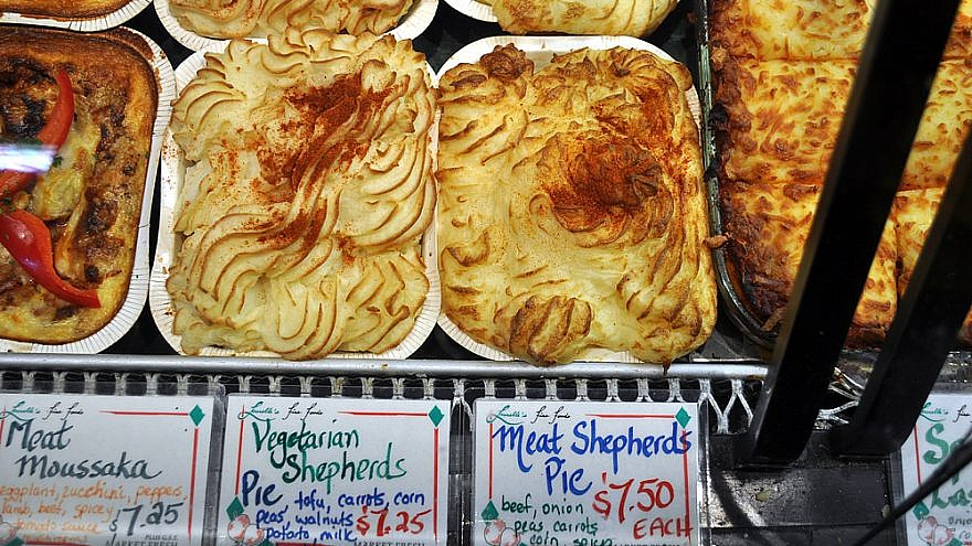 Vegetarian and meat Shepherd's Pie for sale at the Granville Island Public Market in Vancouver, British Columbia. Credit: Joe Mabel via Wikimedia Commons.