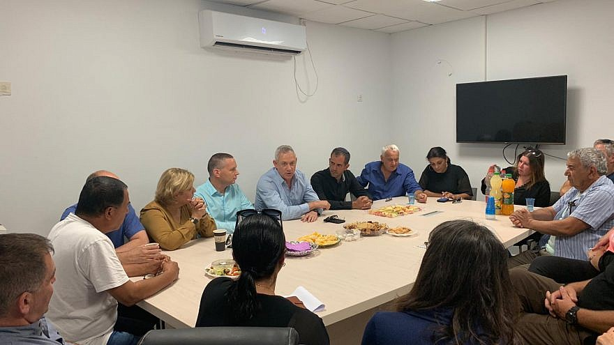 Blue and White Party leader Benny Gantz meeting with southern council representatives on Sunday. Credit: Blue and White.