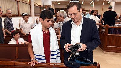 A bar and bat mitzvah celebration for 80 Deaf and hard-of-hearing children from throughout Israel, Sponsored by the International Young Israel Movement and the Jewish Agency for Israel, was the culmination of a year of programming. Photo by Nachshon Philipson.