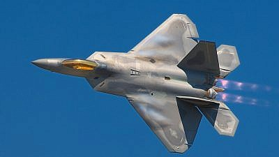 A Lockheed Martin F-22A Raptor fighter streaks by at the 2008 Joint Services Open House (JSOH) airshow at Andrews AFB. Source: Rob Shenk, Wikimedia Commons.