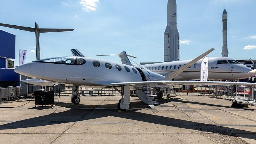 Israeli electric plane 'Alice' takes off at Paris Air Show