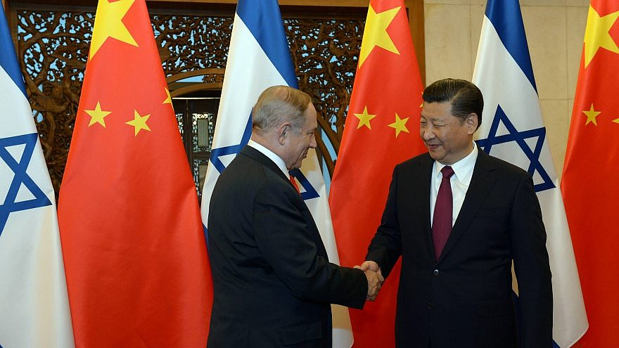 Israeli prime minister Benjamin Netanyahu with Chinese president Xi Jinping, in Beijing on March 21, 2017. Credit: Haim Zach/GPO