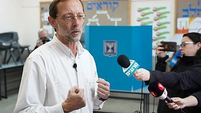Zehut Party leader Moshe Feiglin casts his ballot during Israel's general election on April 9, 2019. Photo by Photo by Hillel Maeir/Flash90.