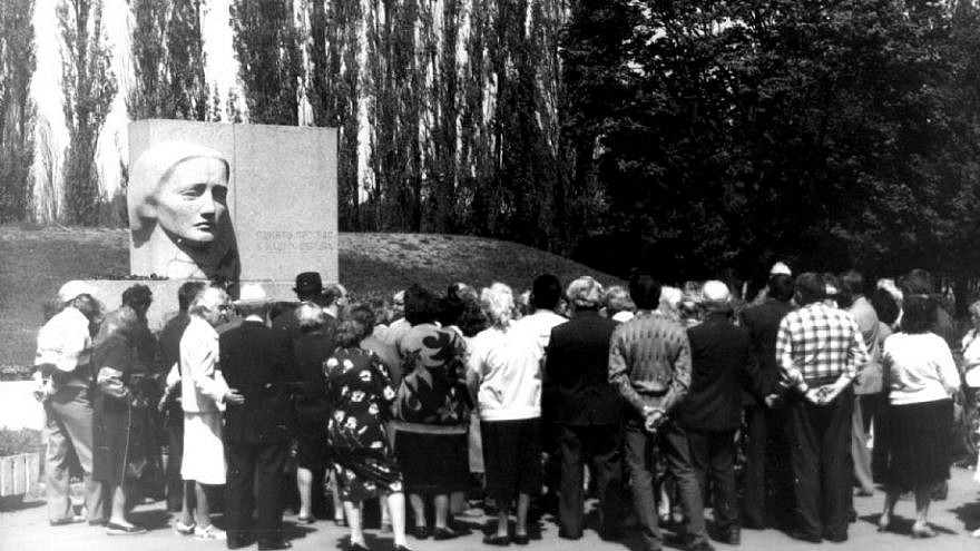 """""""The Grieving Mother"""" monument to Holocaust victims in Poltava, Ukraine, May 9, 1993. Source: Yad Vashem."""