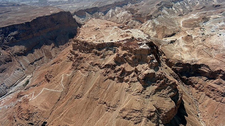 Aerial view showing Masada above the Dead Sea and the Snake Path from the northeast. Credit: Flickr/Wikimedia Commons.