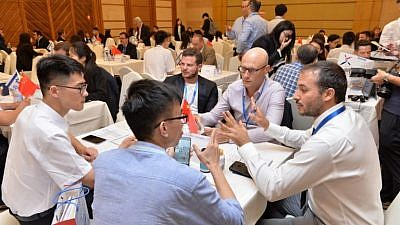 Israeli entrepreneurs present their products to Chinese investors at GoforIsrael in Jinan City, China, on May 28, 2019. Photo: Courtesy.
