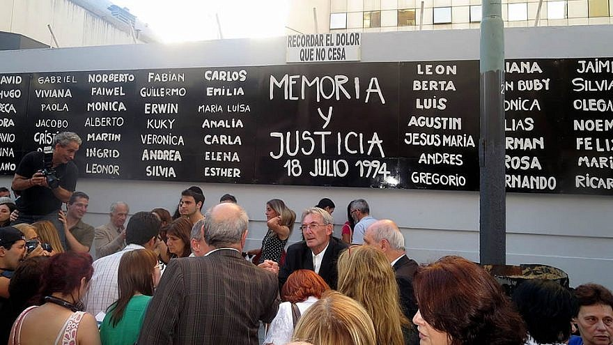 The front of the AMIA building in Buenos Aires, with the names of the 85 people who died in the July 18, 1994 bombing that also left more ta 300 injured, July 18 July 2015. Credit: Wikimedia Commons.